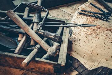 vecchi utensili di falegnameria