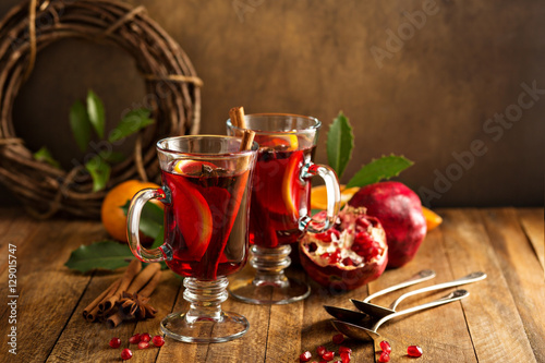 "Mulled wine with pomegranate and orange"" Stockfotos und lizenzfreie ..."