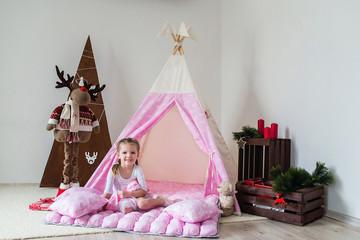 Fotobehang Kinderkamer Little girl playing in a tent.