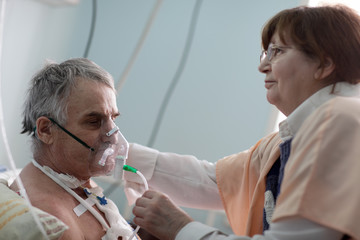 Doctor setting oxygen mask
