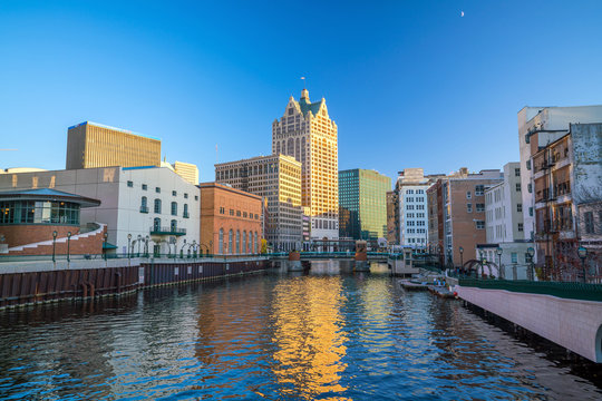 Downtown skyline with Buildings along the Milwaukee River