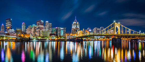 Fototapete - Pittsburgh downtown skyline panorama by night viewed from Allegheny Landing, between Roberto Clemente and Andy Warhol bridges