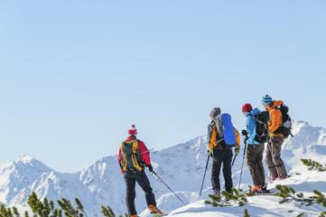 Tourengeher genießen die herrliche Bergwelt