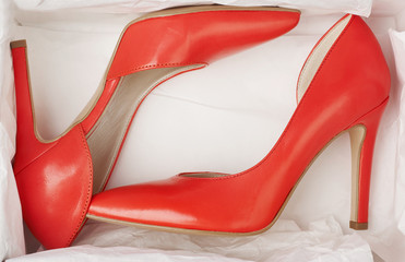 Red high heels in box & Search photos
