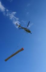 Swiss HelicopterSchweizer Alpen: ein Transport-Helikopter im Oberengadin