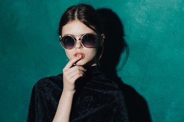 Woman on a dark background with sunglasses