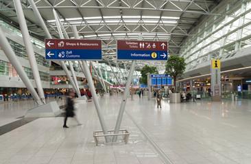 Fotobehang Luchthaven Dusseldorf airport terminal