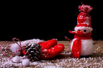 Pupazzo di neve e guanto rosso
