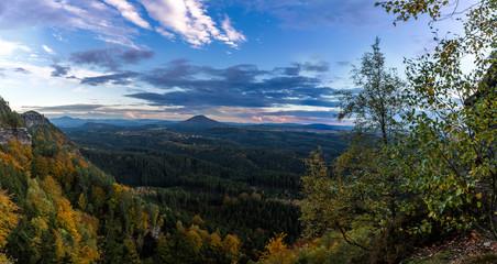 Sonnenuntergang im Herbst in der Böhmischen Schweiz