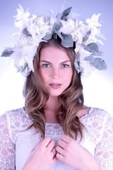 Frau als perfekte Braut ausgestattet