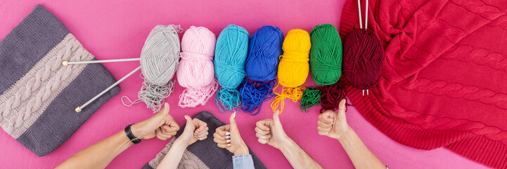 Hands with wools and knitting needles