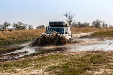 Poster de jardin Motorise Off Roading in Okavango Delta