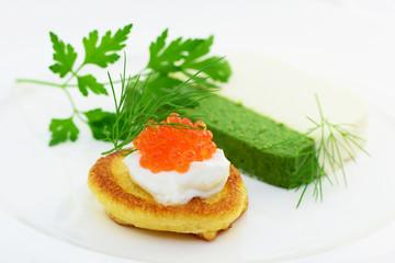 Recess Fitting Appetizer Blini mit Kaviar und Fischterrine