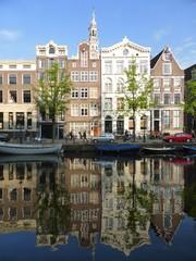 Reflet d'immeubles à Amsterdam (Pays-Bas)