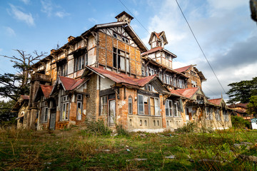 Haunted and ruined house standing strong in Shimla - Built by britishers during India rule