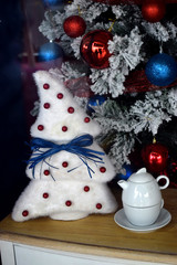 Decoraciones de Navidad del interior de un hogar.