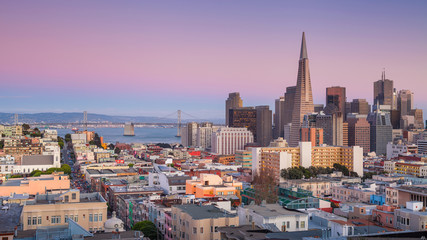 Photo sur Aluminium San Francisco San Francisco. Panoramic image of San Francisco skyline at sunset.