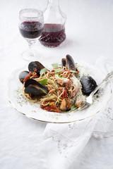 Spaghetti mit Miesmuscheln auf Teller