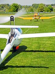 Flugzeugschlepp, Motorflugzeug und Motorsegeler
