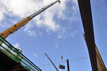 地下道工事現場から見上げる空