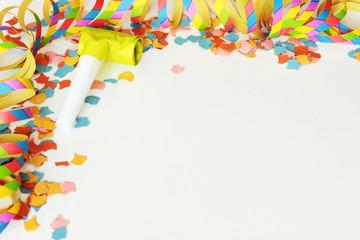 Tröten, Konfetti und Luftschlangen für Fasching, Party oder Kindergeburtstag