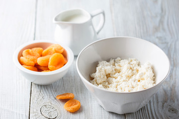 Cottage cheese and apricots