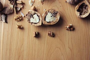 Половинки грецкого ореха в форме сердца