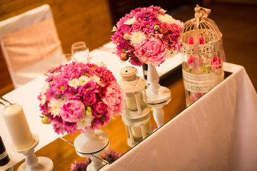 Detal of the flower wedding decoration on the table