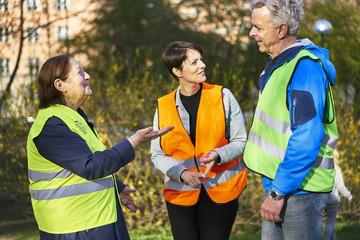 Sweden, Uppland, Stockholm, Kungsholmen, Volunteers in park