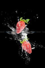 Deurstickers Opspattend water Strawberries splash on black background