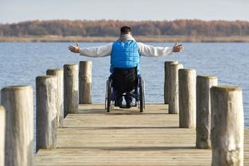 Mann mit Behinderung - Rollstuhl