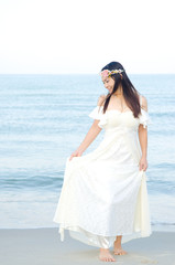 Outdoor Bride  on the beach  in the evening.