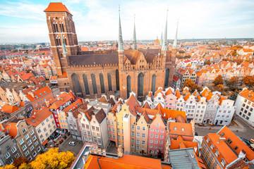 Obraz Widok z lotu ptaka na stare miasto z kościoła św Marysa w Gdańsku - fototapety do salonu