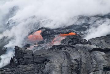 Steam plumes from hot lava flowing onto beach and into the ocean, Kilauea Volcano, Hawaii Volcanoes National Park, Island of Hawaii (Big Island), Hawaii Fototapete