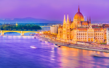 Keuken foto achterwand Boedapest Hungarian Parliament and the Danube river at night, Budapest, Hungary