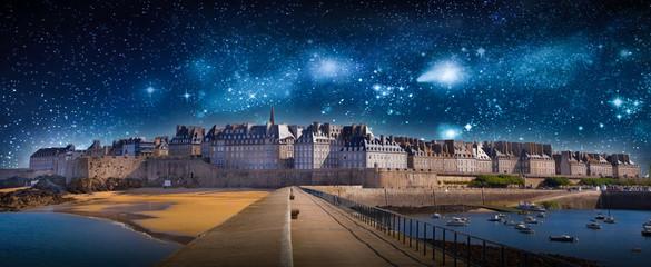 panorama notturno di Saint Malo Wall mural