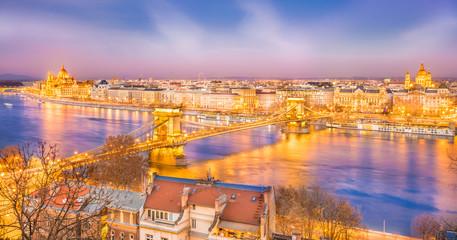 Wall Mural - Panoramic view over Szechenyi Chain Bridge, Danube River and Hungarian Parliament, Budapest, Hungary.