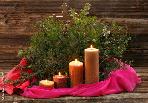Advent four burning candle and christmas decoration with for 7 candle christmas decoration