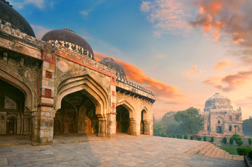 Bada Gumbad and Sheesh Gumbad Complex at early morning in Lodi Garden Monuments, Delhi, India Fotomurales