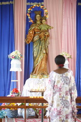 Prayer to Mary in an African church