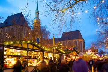 St. Reinoldi Church and Christmas Market at dusk, Dortmund, North Rhine-Westphalia, Germany, Europe