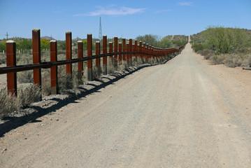 Grenzzaun zwischen den USA und Mexiko in Arizona
