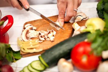 Woman slicing champignons