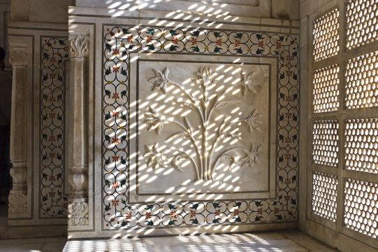 The Taj Mahal mausoleum interior by tombs of Shah Jahan and Mumtaz Mahal , Uttar Pradesh