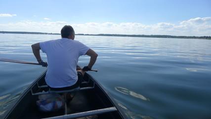 Mann im Boot