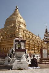 Buddhist nun meditating by gold stupa, Shwezigon Paya (Pagoda), Nyaung U, Bagan (Pagan), Myanmar (Burma), Asia