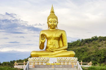 Grand big Buddha sculpture statue landmark