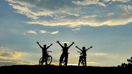 bisikletli doğasever ekip