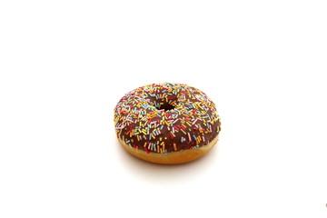 ein donut auf einem weissen hintergrund