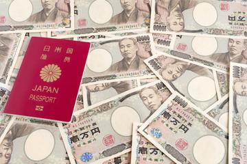 日本のパスポートと一万円札
